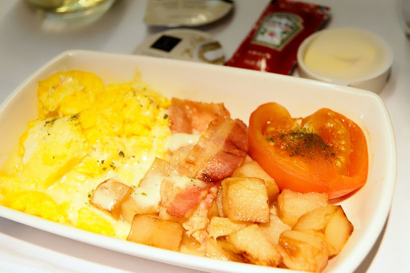 ビジネスクラス機内食(朝食 スクランブルエッグ)