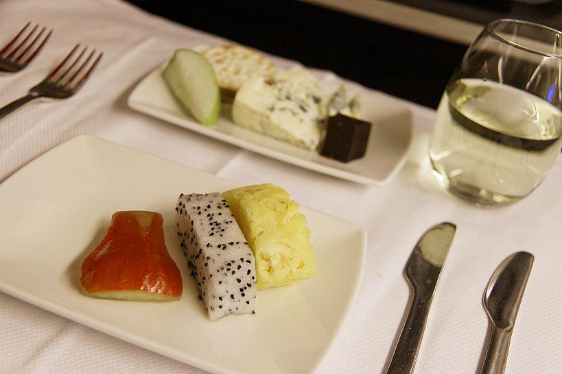 ビジネスクラス機内食(ディナー フルーツ&チーズ)