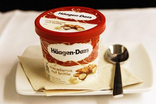 ビジネスクラス機内食(ディナー デザート ハーゲンダッツアイスクリーム)